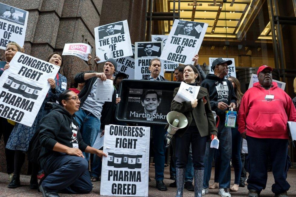 AP_turing_pharmaceuticals_daraprim_protest_jt_151013